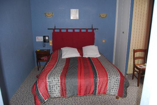 Auberge La Chaumiere : The bed