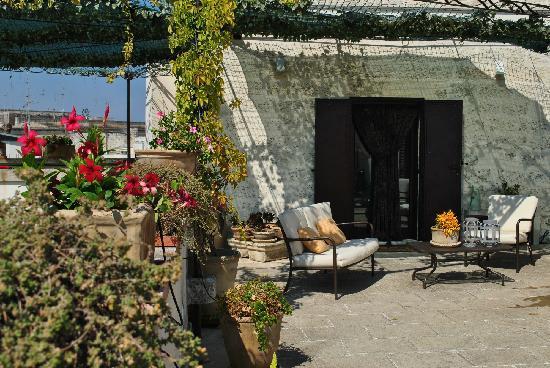 Roof Barocco Suite B&B: Entrada y terraza