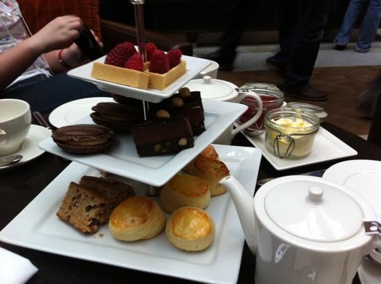 โรงแรมเซนต์แพนคราสเรเนซองส์ ลอนดอน: afternoon tea