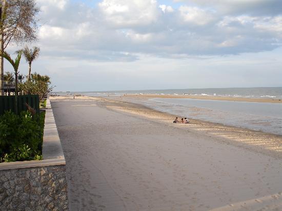 Blue Lagoon Resort Hua Hin: Miles of golden sand beach
