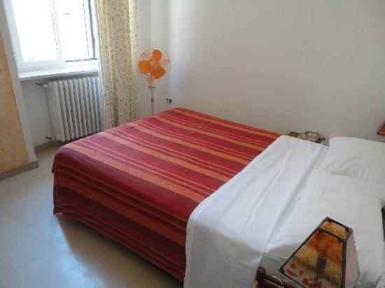 Lo Stregatto B & B: rooms were clean and big