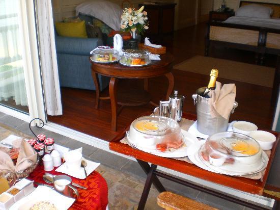 เฮอริเทจ เลอ เทลแฟร์ กอล์ฟ แอนด์ สปา รีสอร์ท: Our generous wedding breakfast at the balcony
