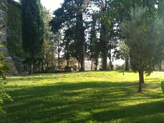 Borgo di Bastia Creti: Gartenanlage