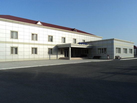 Goychay, Aserbajdsjan: Front view of the hotel.