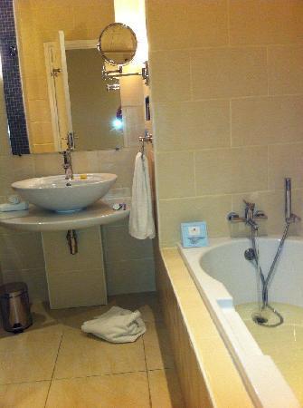 Calypso Hotel: Bathroom