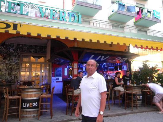 Hotel Verdi: Front of Verdi Hotel