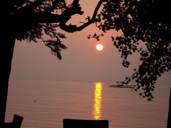 Dassia Beach: levé du soleil