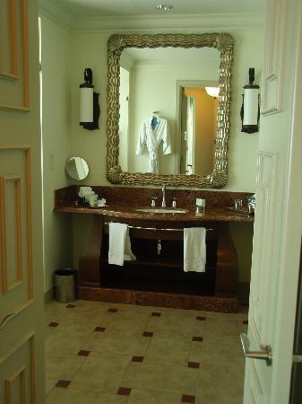 Atlantis, The Palm: Bathroom