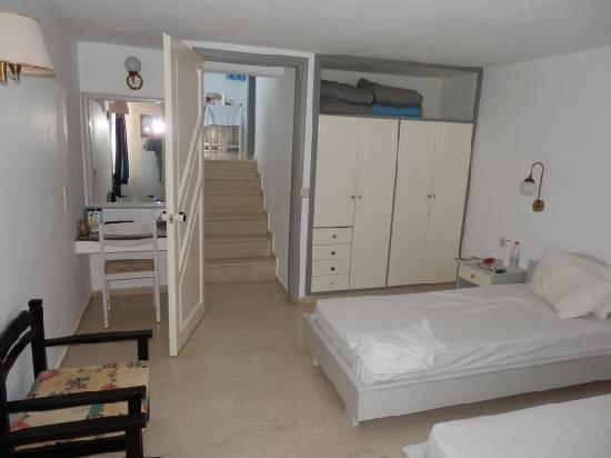 Paradise Primavera Apartments: lower floor