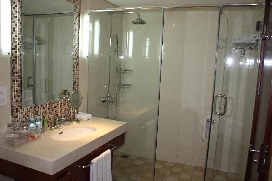 Huabin International Hotel: bathroom 1