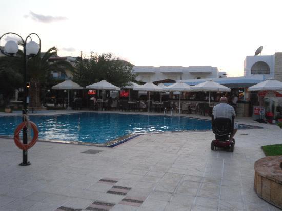 Maria Rousse Studios: pool area