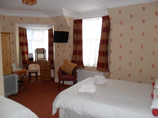 The Ord Arms : En-suite bedroom