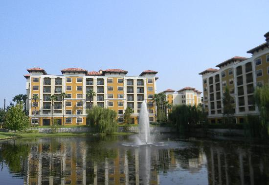 Floridays Resort: Front property view