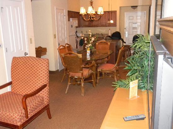 Floridays Resort: 2 bedroom suite layout