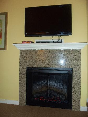 Parkside Resort: living room fireplace & tv
