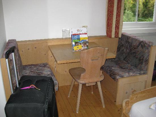 Hotel Seehauser: Sitzecke Mansardenzimmer