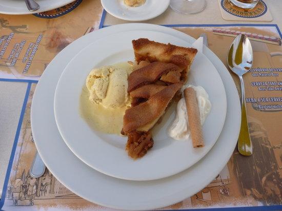 Beerhouse: Apple pie and Ice cream
