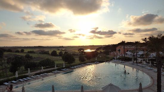 Donnafugata Golf Resort & Spa: The pool at sunset