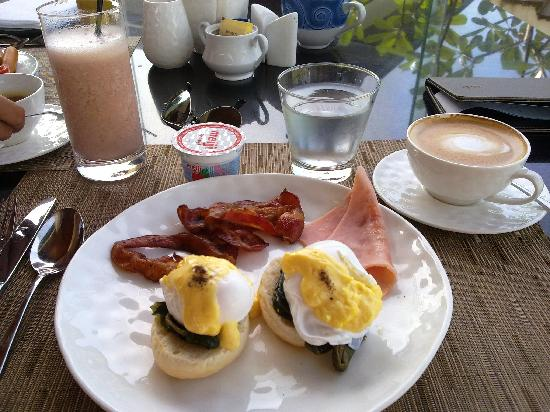 เจดับเบิ้ลยู มาริออต เขาหลัก รีสอร์ท แอนด์ สปา: smoothies, egg benedict, how I miss their breakfast!