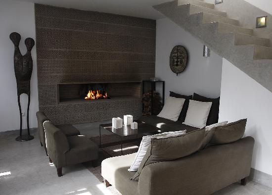 Riad Awa: salon lounge cheminée
