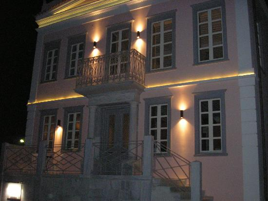 Villa Selena: At night