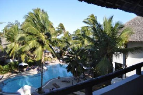 Turtle Bay Beach Club: View from Balcony of L32, over the quiet Pool out to the India Ocean