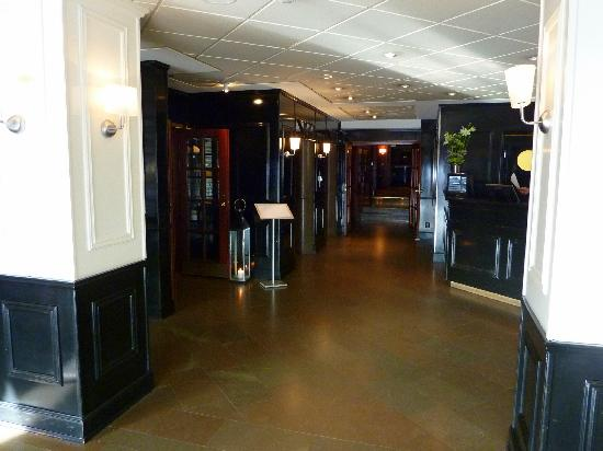 First Hotel Reisen: Reception