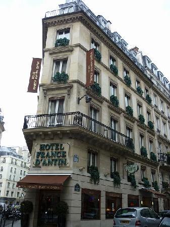 Hotel France d'Antin : ホテル外観 角地で三角柱