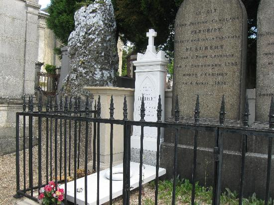 Cimetiere Monumental: Gustave Flaubert & family plot