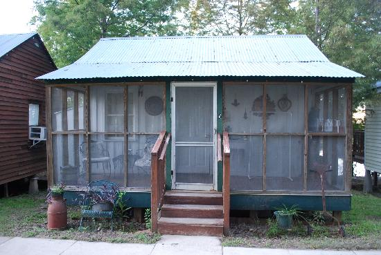 Bayou Cabins: La Honeymoon Cabin