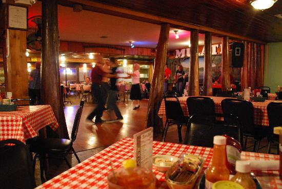 Mulate's: Vue du restaurant et de la piste de danse