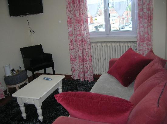 Qualys Hotel L'Auberge du Forgeron : notre petit salon de la suite