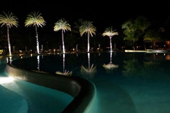 ลักซ์ เบลเล มาเร: Pool bei Nacht