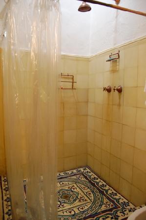 La Casa: Shower