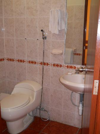Miraflores Inn: baño