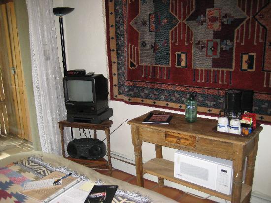 Touchstone Inn: TV in #4