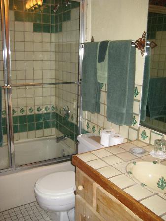 Touchstone Inn: bathroom #4