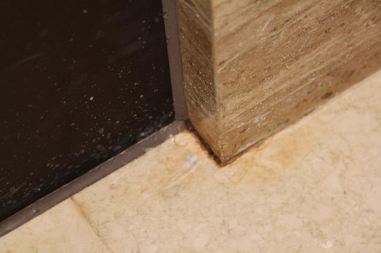 โรงแรมฮิลตัน ปักกิ่ง แวงฟูจิง: Room damage