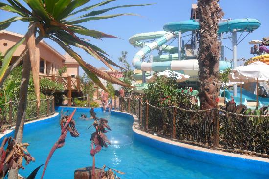 Coral Sea Aqua Club Resort: lazy river & slides
