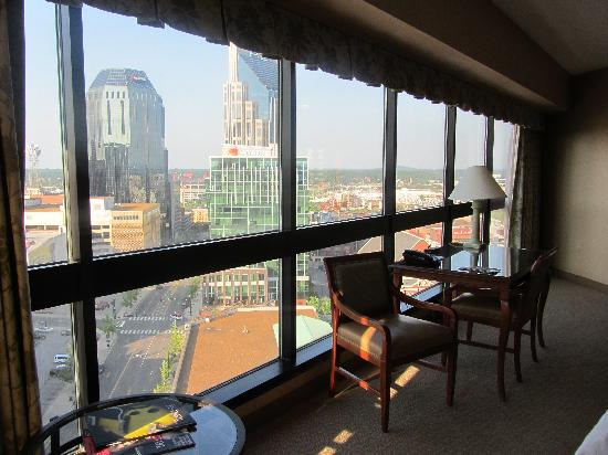 Renaissance Nashville Hotel: Large windows
