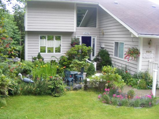 Alaska Ocean View Bed & Breakfast Inn : An outside lovely view