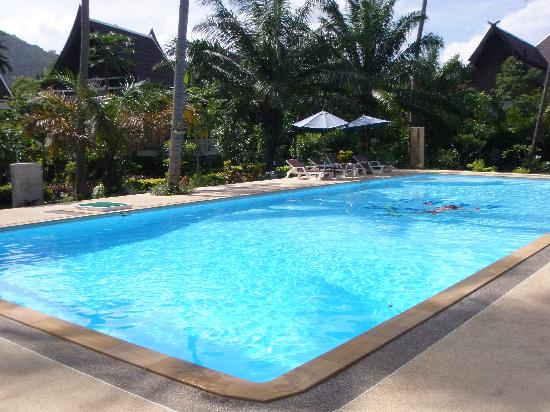 Lanta Klong Nin Beach Resort: The clean, large pool.