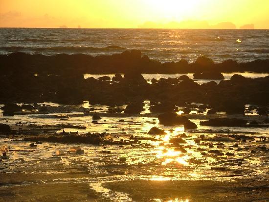 Lanta Klong Nin Beach Resort : Sunset