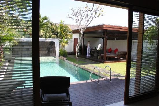 เดอะซามายา บาหลี: Pool and lounging area