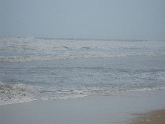 Cavelossim Beach: The cloudy scene
