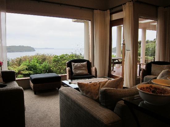 Stewart Island Lodge: Main room.