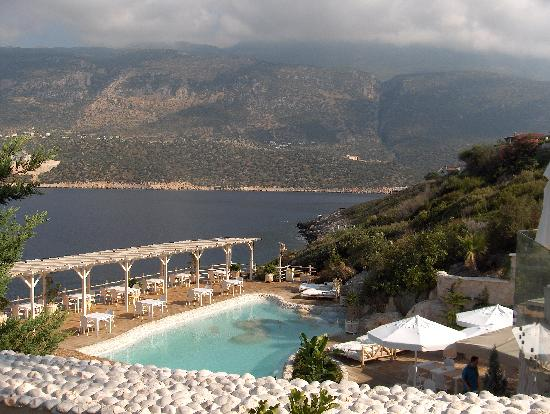 Peninsula Gardens Hotel: Lovely pool overlooking the sea