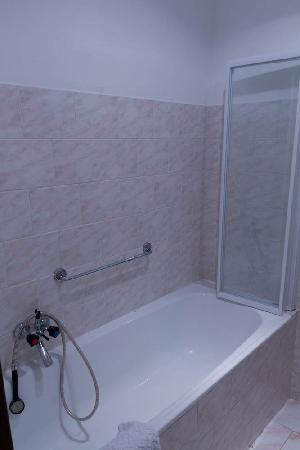 D'Angelo Hotel: Bathroom