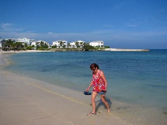 แกรนด์ปัลลาเดี่ยม รีสอร์ท&สปา: Main beach, long enough