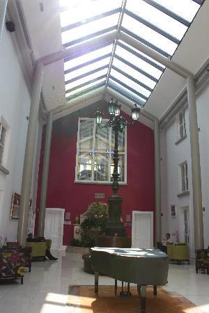 Lyrath Estate Hotel & Spa: The Lobby Area